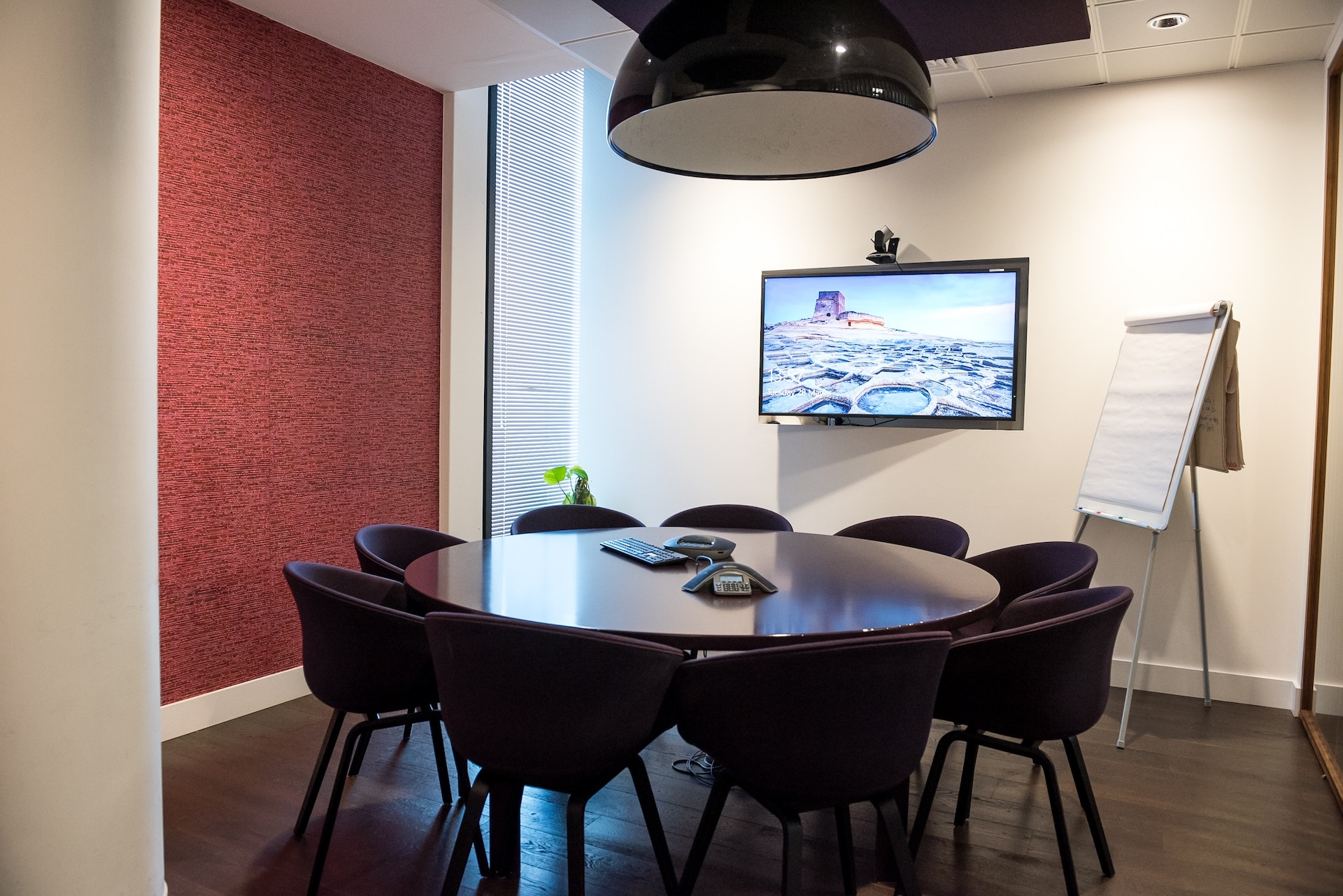 Manage your meeting rooms' resources / YAROOMS